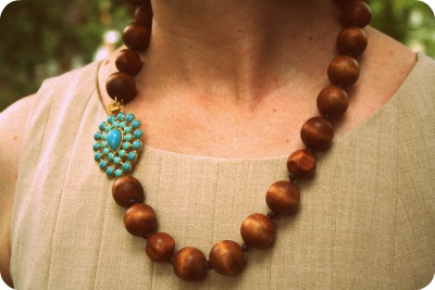 Stella & Dot Charlize wood necklace